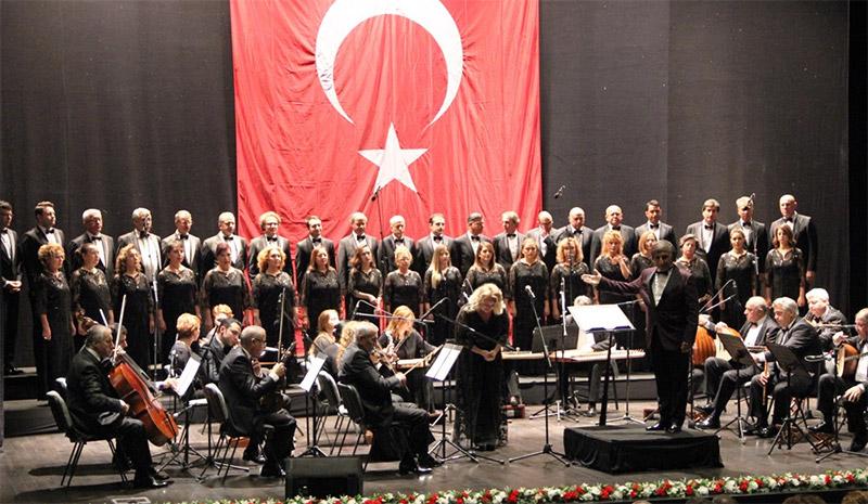 Klasik Türk Müziği Korosu Ayakta Alkışlandı
