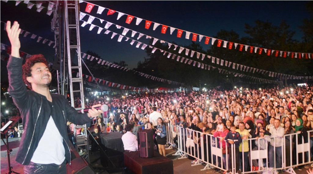Gençlik Festivalinde Buray Sahne Aldı