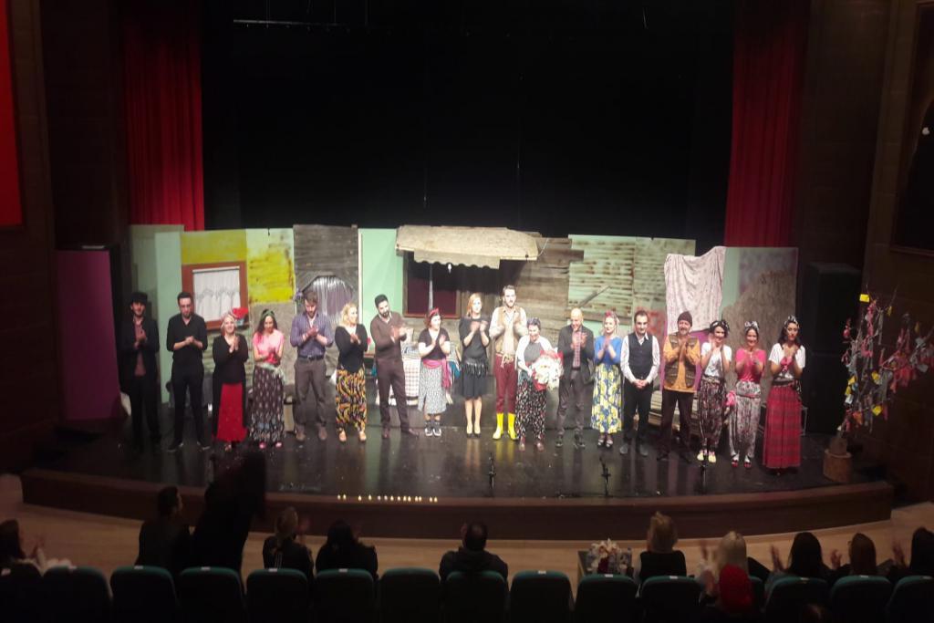 """""""Hıdrellez"""" tiyatro oyunu sahnelendi"""