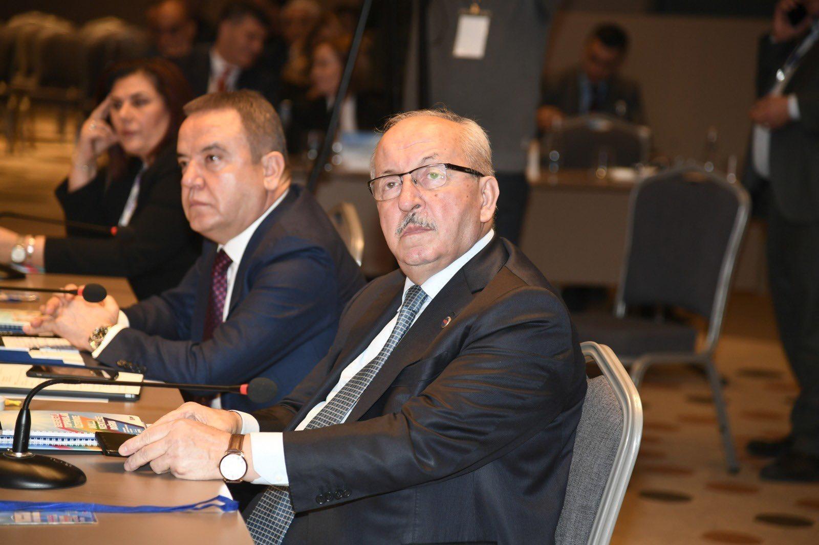 Büyükşehir Belediye Başkanları Çalıştayına katıldı